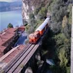 Il Treno dei Sapori corre sugli spettacolari binari sospesi del lago d'Iseo