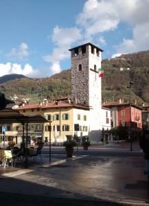La Piazza del Mercato con la Torre del Vescovo