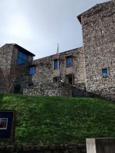 La facciata del castello Olofredi